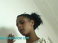 Стройная негритянка в нижнем белье в видео от первого лица с белым любовником