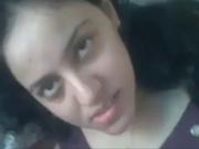 Индийская молодая шлюха в видео от первого лица исполнила домашний минет