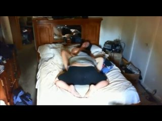 Скрытая камера в режиме онлайн снимает любительский куни от толстого поклонника