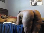 Зрелая и толстая негритянка в любительском видео после минета скачет на чёрном члене
