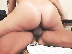 Латинская молодая шлюха со спермой на лице после жёсткого домашнего секса