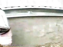 Молодая блондинка в видео от первого лица строчит любительский минет пикаперу