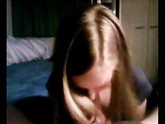 Красивая девушка в видео от первого лица исполнила любительский минет