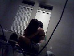Перед скрытой камерой в любительском видео молодожёны трахаются и ласкаются