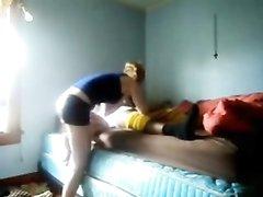 Скрытая камера утром снимает любительское видео с негром и белой соседкой