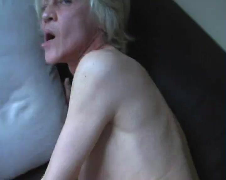 Зрелая блондинка в немецком видео от первого лица с любительским минетом