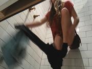 Смотреть домашнее подглядывание за молодой девушкой через скрытую камеру