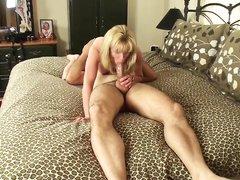 Грудастая зрелая блондинка для домашнего секса в 69 позе с куни и минетом