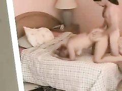 В любительском видео зрелую блондинку трахает студент перед скрытой камерой