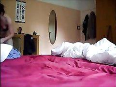 Подглядывание через скрытую камеру за любительским сексом с молодой шлюхой
