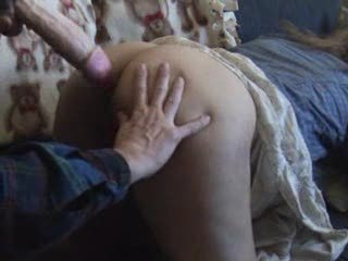 Любительское анальное видео с мастурбацией попы зрелой женщины с волосатой киской