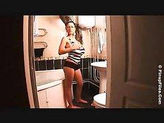 Зрелая домохозяйка на вебкамеру онлайн показывает натуральные огромные сиськи