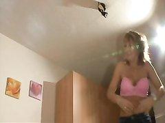 Любительское видео со зрелой блондинкой соблазнившей молодого соседа