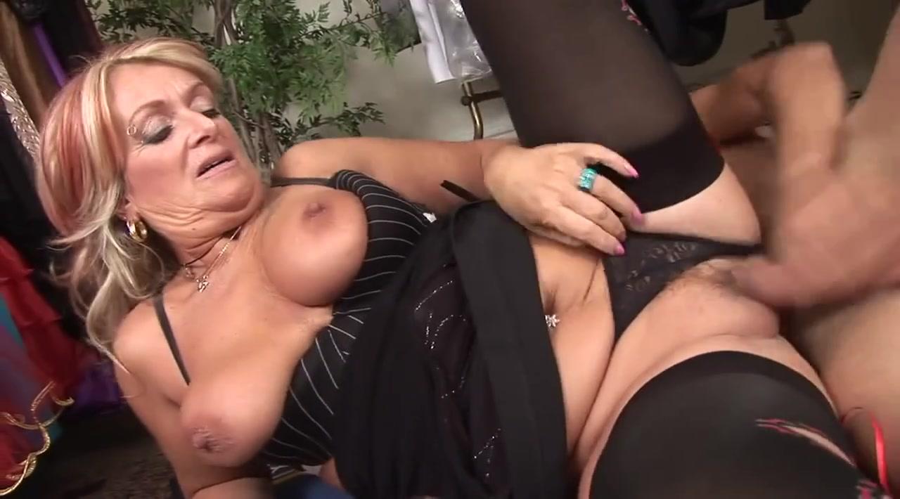 Порно видео кончил наезднеце внутрь