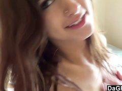 Худая модель с маленькими сиськами онлайн на домашнюю вебкамеру дрочит клитор