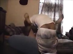 Брюнетка в отеле в любительском видео трахается с другом перед скрытой камерой