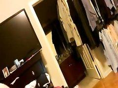 Латинская брюнетка в домашнем анальном видео сняв нижнее бельё отсасывает член