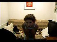 Смотреть любительский танец стриптиза от молодой красотки по вебкамере