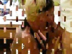 Зрелая блондинка в любительском видео от первого лица наелась спермой после минета