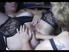 Пышные любовницы в чулках в лесбийском видео делают любительский фистинг