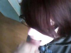 Рыжая развратница в видео от первого лица радует партнёра домашним минетом