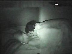 Вечером домашний секс с латинской блондинкой в постели снимает скрытая камера