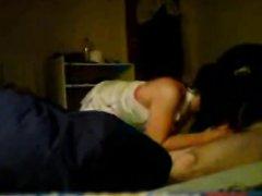 Проститутка в белых чулках в любительском видео с похотливым клиентом