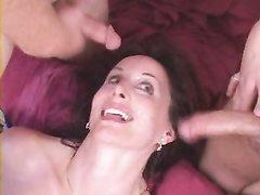 Рыжая зрелая бизнес леди в чулках в групповом любительском видео с буккакэ