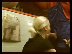 Любительское анальное видео с минетом от немецкой зрелой блондинкой в чулках