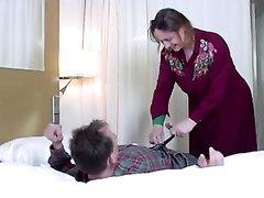 Зрелые дамы в чулках в немецком анальном видео трахаются во все отверстия