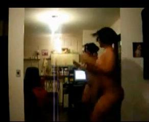 Смуглая толстуха с большими сиськами онлайн перед вебкамерой разделась для танца