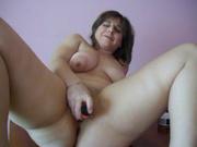 Любительская мастурбация с секс игрушкой от толстухи с большой круглой попой