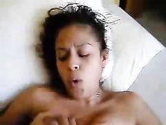 Латинская смуглянка с маленькими сиськами застонала от любительского секса