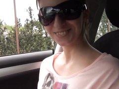 В любительском анальном видео водитель натянул в попу молодую шлюху с трассы