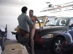 Любительский секс со зрелой блондинкой снимает на парковке скрытая камера