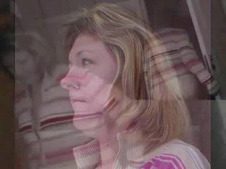 Шаловливая зрелая домохозяйка в анальном видео от первого лица изменила супругу
