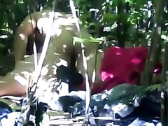 Подглядывание за любительским сексом русской пары в общественном парке в кустах