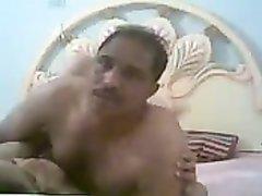 Зрелая толстуха предалась любительскому сексу с загорелым поклонником
