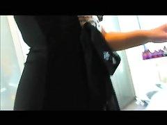 Брюнетка в чулочках в немецком видео с домашней анальной мастурбацией