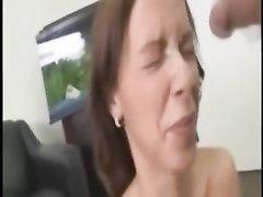 Домашний сборник видео с любительскими окончаниями на лица молодых и зрелых дам