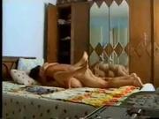 Любительское видео с турецкой парой трахающейся в постели перед скрытой камерой