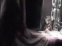Возбуждённая девушка на видео со скрытой камеры предалась домашней мастурбации