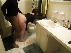 Зрелая белая толстуха занялась любительским сексом с негром перед скрытой камерой