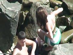 Любительское подглядывание в интимном видео за парочкой на пустынном пляже