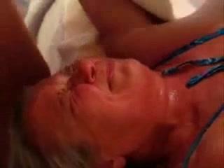 Кавалер в видео от первого лица дрочит член и кончает на лицо зрелой домохозяйки