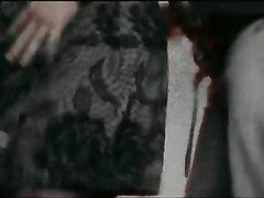 Подглядывание через скрытую камеру в домашнем видео за зрелой шлюхой в чулках
