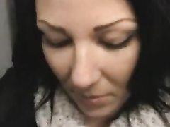 Анальное видео с красивой немецкой девушкой отсосавшей член на коленях