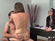 Молодая француженка в чулках на анальном порно кастинге подставила попу
