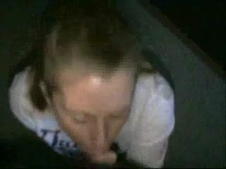 Молодая развратница строчит домашний минет в видео от первого лица незнакомцу