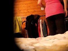 Скрытая камера для любительского онлайн подглядывания за голой женщиной